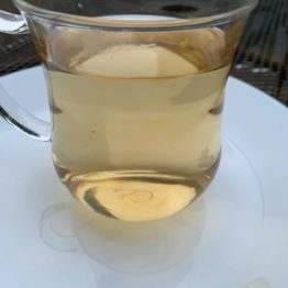 H&T_Essence White Tea_Drink